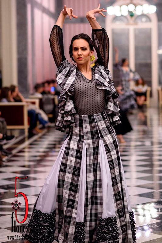 be6d12dd8 Traje de Flamenca Noche Falda y Chaleco - Firma de Moda 5flores